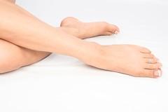 Что вызывает боль в ноге или судороги икроножных мышц, и как их лечить.