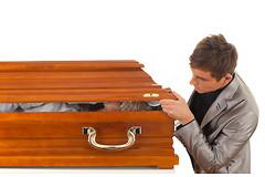 Временное заточение в закрытом гробу:  вот идеальный способ лечения психических расстройств.