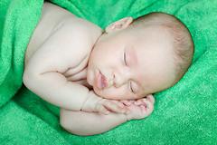 Как же помочь ребенку спать всю ночь?
