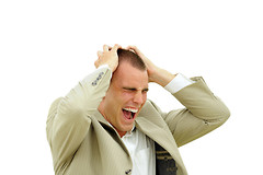 Все больше молодых людей жалуются на выпадение волос и раннее облысение.