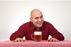 По мнению ученых, пиво способствует массовой феминизации мужского части населения.