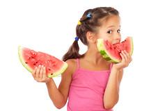 Положительный эффект сока арбуза обусловлен наличием в нем цитруллина - аминокислоты, образующейся в арбуза в результате биосинтеза продуктов азотистого обмена.