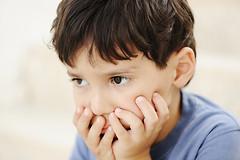 Солидный возраст отцов повышает риск возникновения у детей целого ряда наследственных синдромов. В том числе - аутизма и синдрома Дауна.