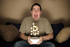 Каждый час просмотра телевизора сокращает продолжительность жизни у людей старше 25 лет на 21,8 минуты.