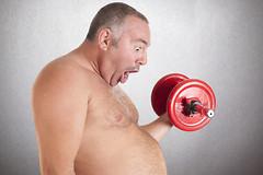 Мужчины с избыточным весом потребляют на 200 калорий меньше после интенсивной тренировки