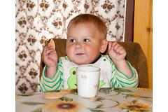 Молоко и печенье перед сном могут навредить ребенку.