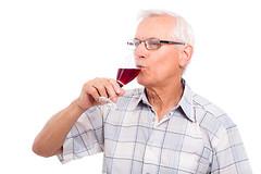 Ежедневное употребление бокала вина может быть ключом к улучшению памяти в пожилом возрасте.