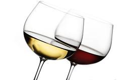 Ресвератрол, содержащийся в красном вине, помогает улучшить зрение.