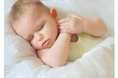 Бессонные ночи для маленьких детей могут привести к эмоциональным и поведенческим проблемам в дальнейшей жизни.