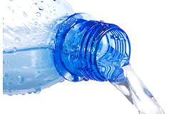 Какие химические вещества присутствуют в пластиковых бутылках для воды?