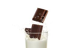 Особенную опасность для детского организма представляют собой молочные десерты.