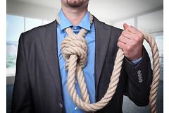 Мужчины в три раза чаще совершают самоубийства, чем женщины.