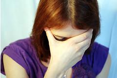 Ученые обнаружили связь между мигренью у женщин и признаками повреждения мозговой ткани.