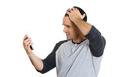 По словам ученых, люди, которые разговаривают по мобильному телефону более 15-ти часов в месяц, рискуют заболеть раком мозга.