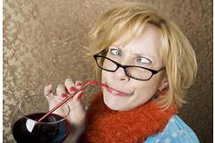 Люди, употребляющие небольшое количество алкоголя, значительно менее склонны к развитию проблем со зрением, чем непьющие люди.