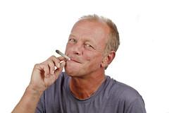 Гены, отвечающие за риск развития шизофрении, также могут влиять на пристрастие человека к марихуане.