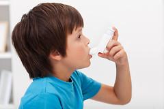 Как показало новое исследование, ингаляторы для лечения астмы могут остановить рост у детей.