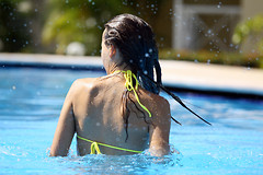 Хлор, используемый в плавательных бассейнах, может увеличить риск развития астмы у детей в 6 раз.