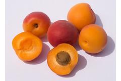 Ученые научились применять в качестве лекарства против рака витамин B17, содержащийся в косточках абрикосов.