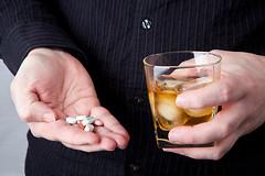 """Аптеки  начали продавать препарат """"Налмефен"""" (второе название """"Selinkro""""), который значительно снижает тягу к алкоголю."""