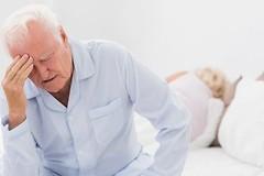 Пожилые люди, которые испытывают трудности с дыханием или проводят меньше времени в стадии глубокого сна, могут быть подвержены большему риску слабоумия.