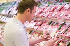С сегодняшнего дня вступают в силу новые требования к маркировке пищевых продуктов в странах Евросоюза.
