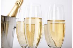Ученые провели ряд исследований, в результате которых выяснили, что алкоголь в умеренных количествах бывает очень полезен.