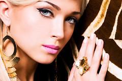 Люди, которые постоянно носят золотые украшения, могут страдать нервными расстройствами и ухудшением физического здоровья.