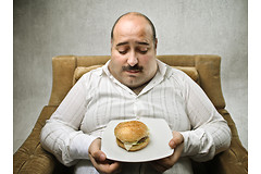 В жизни каждого человека существует два самых опасных периода, когда у них формируется тяга к вредной пище.