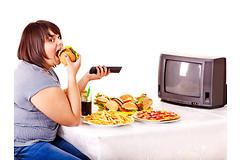 Отвлекаясь во время еды, человек рискует поправиться.