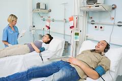Музыка до, во время и после операции оказывает благотворное влияние на больных, уменьшает напряжение и боль и помогает восстанавливаться.
