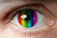 Ученые начали уникальный эксперимент по имплантации стволовых клеток в сетчатку глаза.