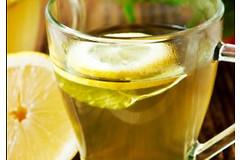 В чем выражаются преимущества употребления теплой воды с лимоном по утрам?